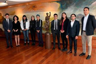 Destacan universitarios en competencias internacionales