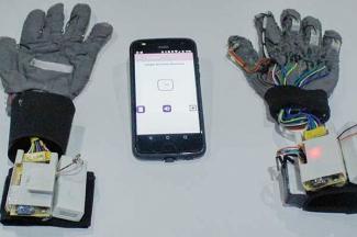 Crean politécnicas guantes traductores de la Lengua de Señas Mexicana