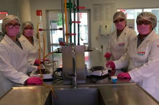 Estudiantes desarrollan linimento a base de aceites para curar heridas de mascotas