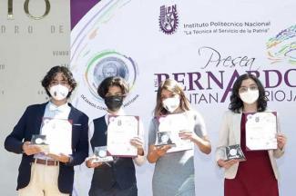 """Reconoce IPN a estudiantes destacados con la Presea """"Ing. Bernardo Quintana Arrioja"""""""