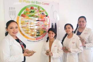 Profundizan estudiantes de UVM en el conocimiento de la Dalia, flor benéfica para pacientes con diabetes mellitus