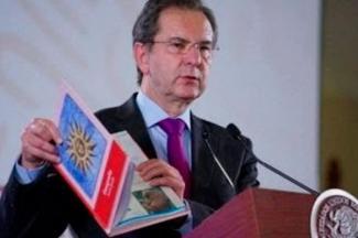 SEP entrega 9 mil libros de texto de educación básica a Guatemala